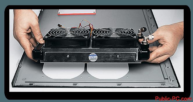 Ustanovka-radiatora-dlya-sistemi-vodyanogo-ohlasdeniya-na-komputer